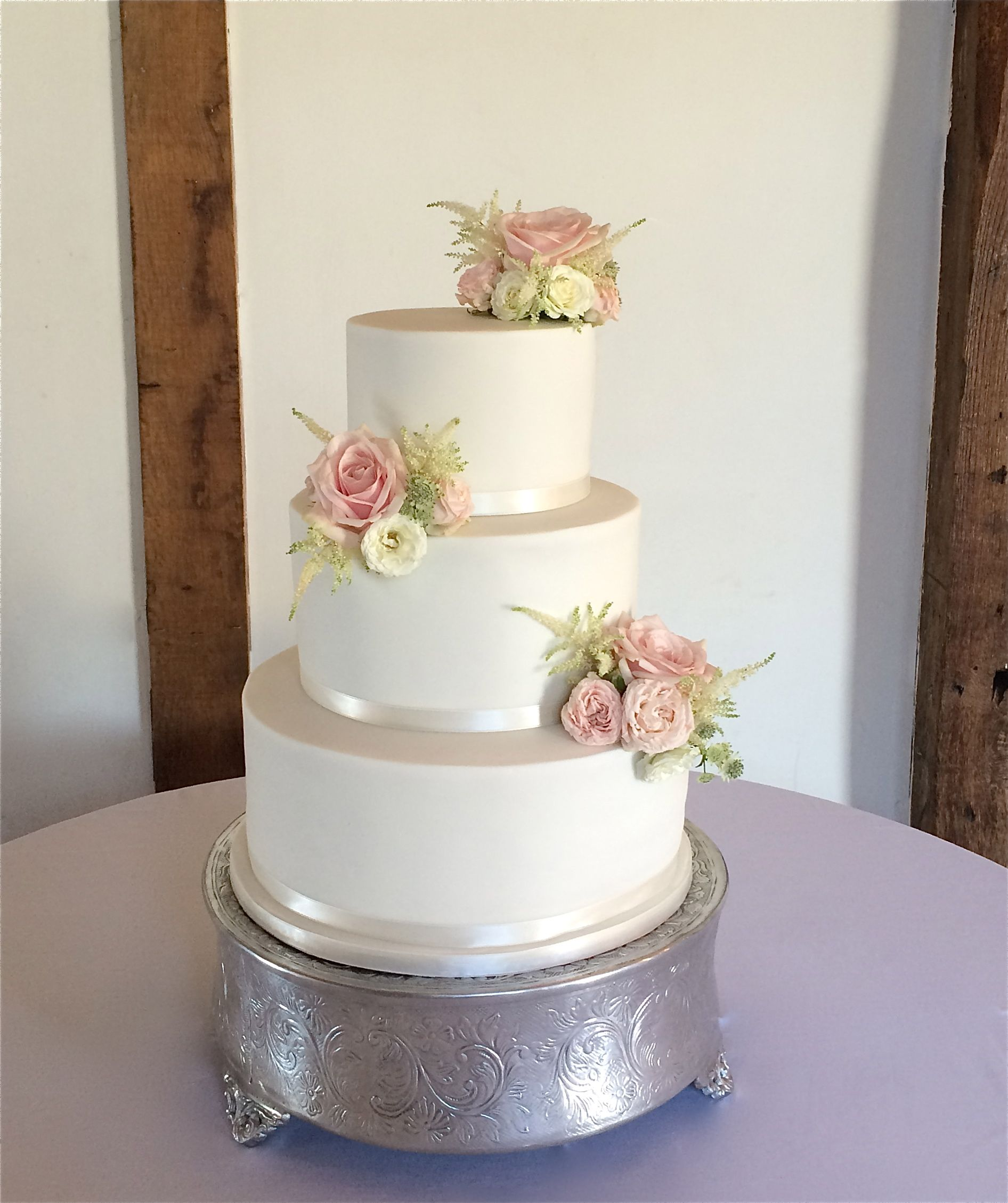 3 tier wedding cake with fresh flowers   Amazing cakes   Pinterest ...