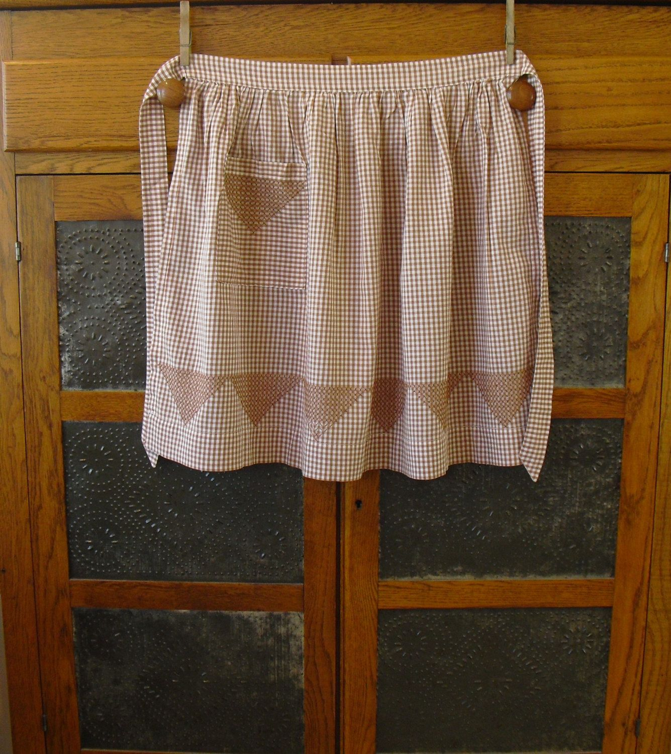 White half apron with pockets - Vintage Brown And White Gingham Half Apron One Pocket Flat Waist Pointed Sash