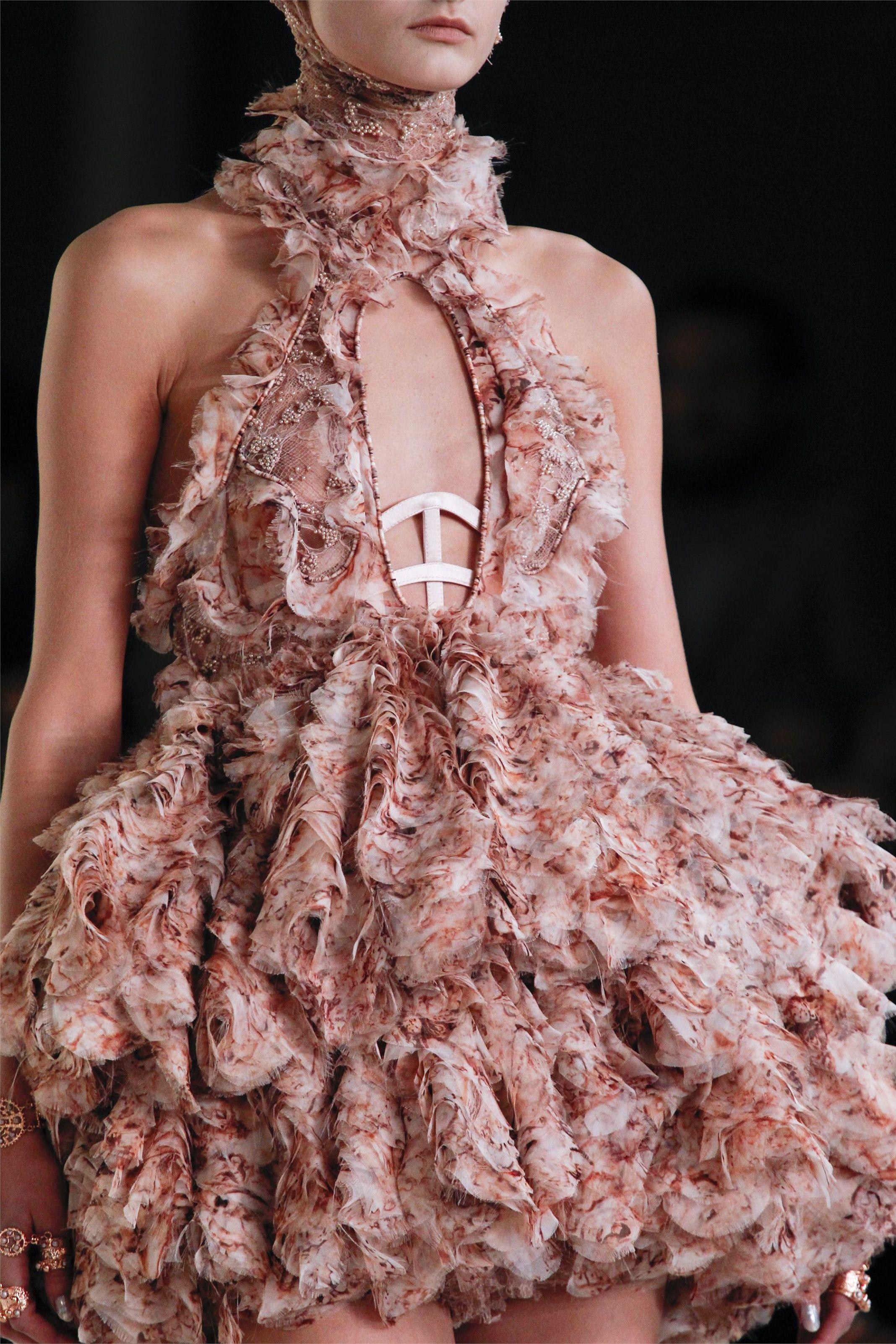Sfilata Alexander McQueen Parigi - Collezioni Primavera Estate 2012 - Dettagli - Vogue