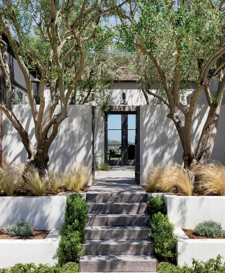 A Corner Lot In Orange County Offers Space And Freedom For A House Luxe Interiors Design Luxe Interiors Large Homes Farmhouse Style