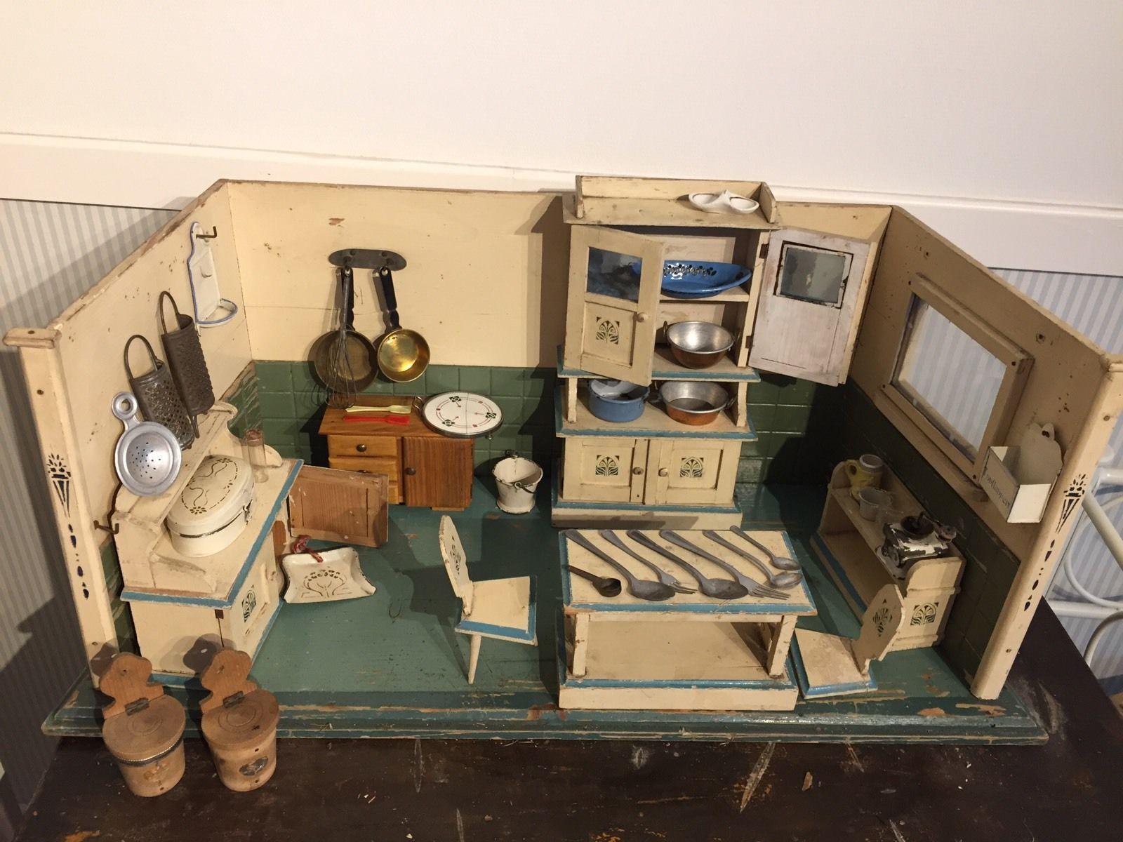 Alte Puppenstube Puppenküche um 1920 Schrank Tisch Küchenschrank
