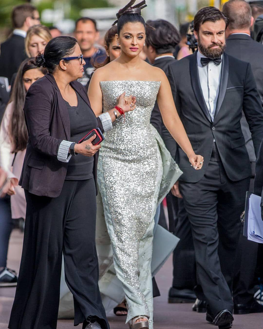 Aishwaryarulescannes Aishwaryaraibachchan Aishwaryarai Aish Bollywood Hollywood Bba Hollywood Actress Photos Bollywood Celebrities Actress Aishwarya Rai