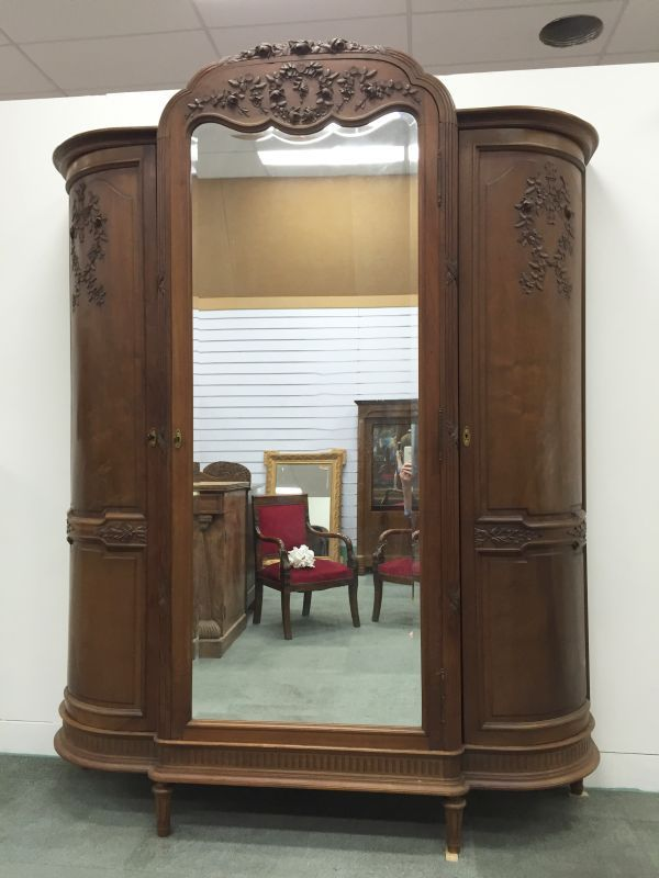 Bailey & Co antiques and collectables located in Seaford, Victoria on the Mornington Peninsula just 40 minutes from the Melbourne CBD is a Direct importers of Genuine Antique French furniture and vintage French décor, French collectables and French artifacts
