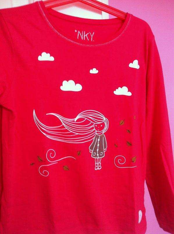 149980774 Camiseta Niña Viento Hojas Nubes | camisetas | Camisetas niño ...