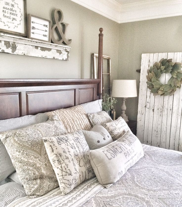 Rustic barndoor in master bedroom bless this nest for Farmhouse guest bedroom