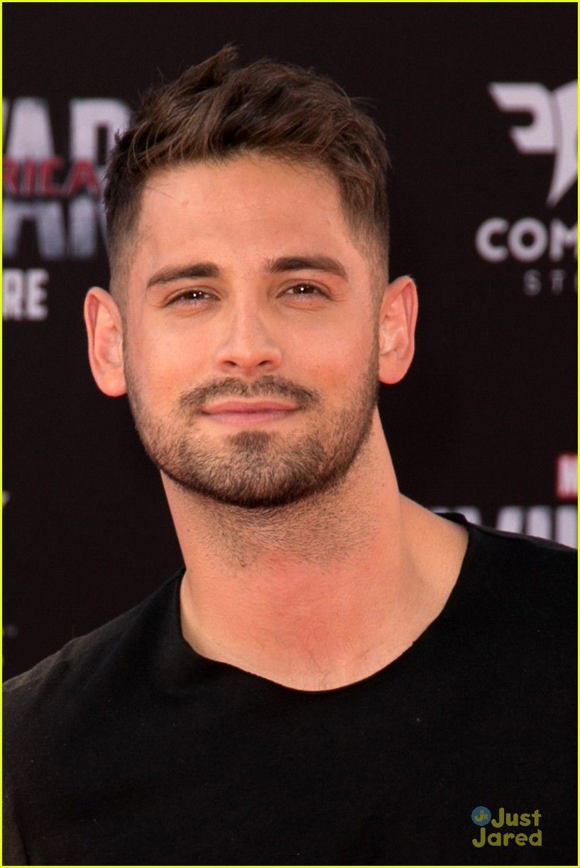 tahj mowry jean luc bilodeau capn america premiere 08 algo m s pinterest hombres guapos. Black Bedroom Furniture Sets. Home Design Ideas