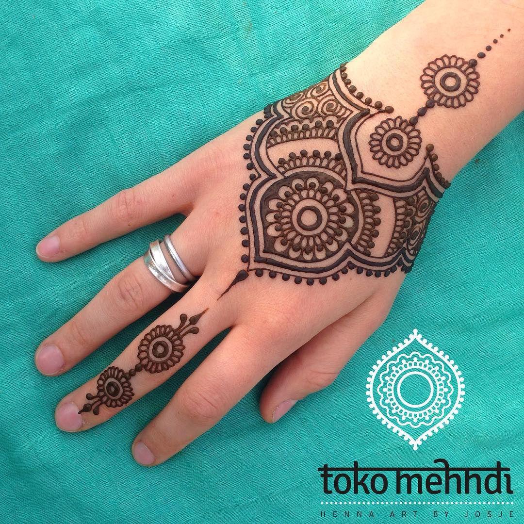 Pin mehndi and bangles display pics awesome dp wallpaper on pinterest - Hand Henna Henna Hands Mehndi Art Henna Mehndi Mehendi Henna Heart Henna Mandala Lotus Henna Mehndi Night