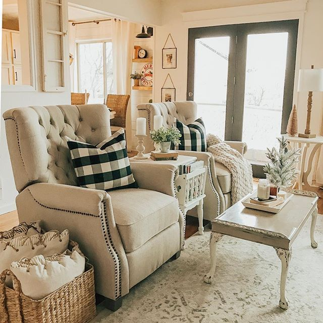 46 Cozy Living Room Ideas And Designs For 2019: Cozy Farmhouse Living Room Decor With Neutral Recliners