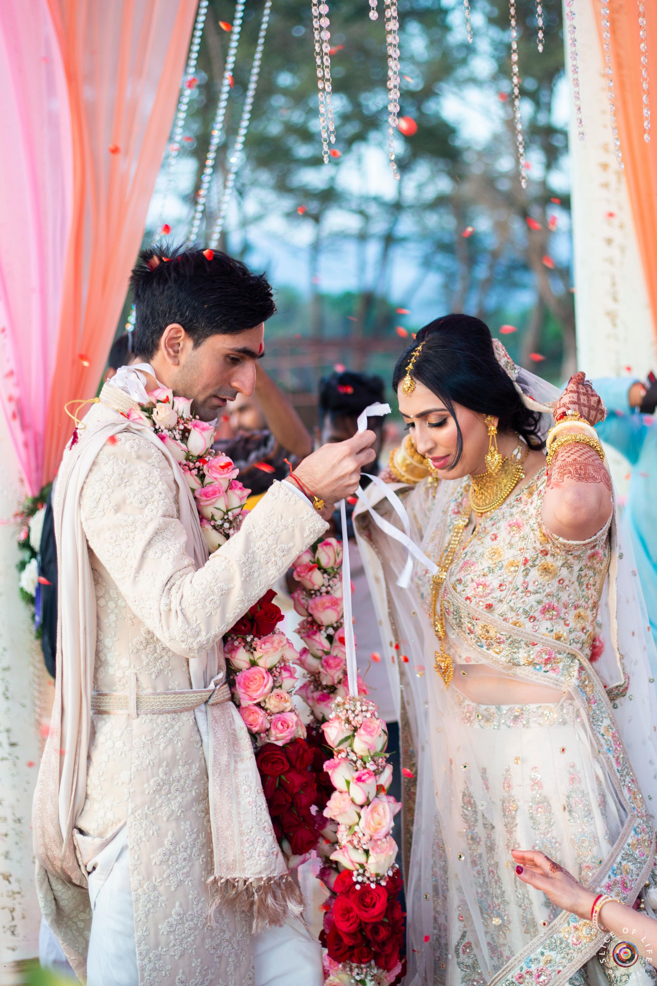 Anushi And Prakash S Goa Wedding In 2020 Indian Wedding Couple Destination Wedding Indian Wedding
