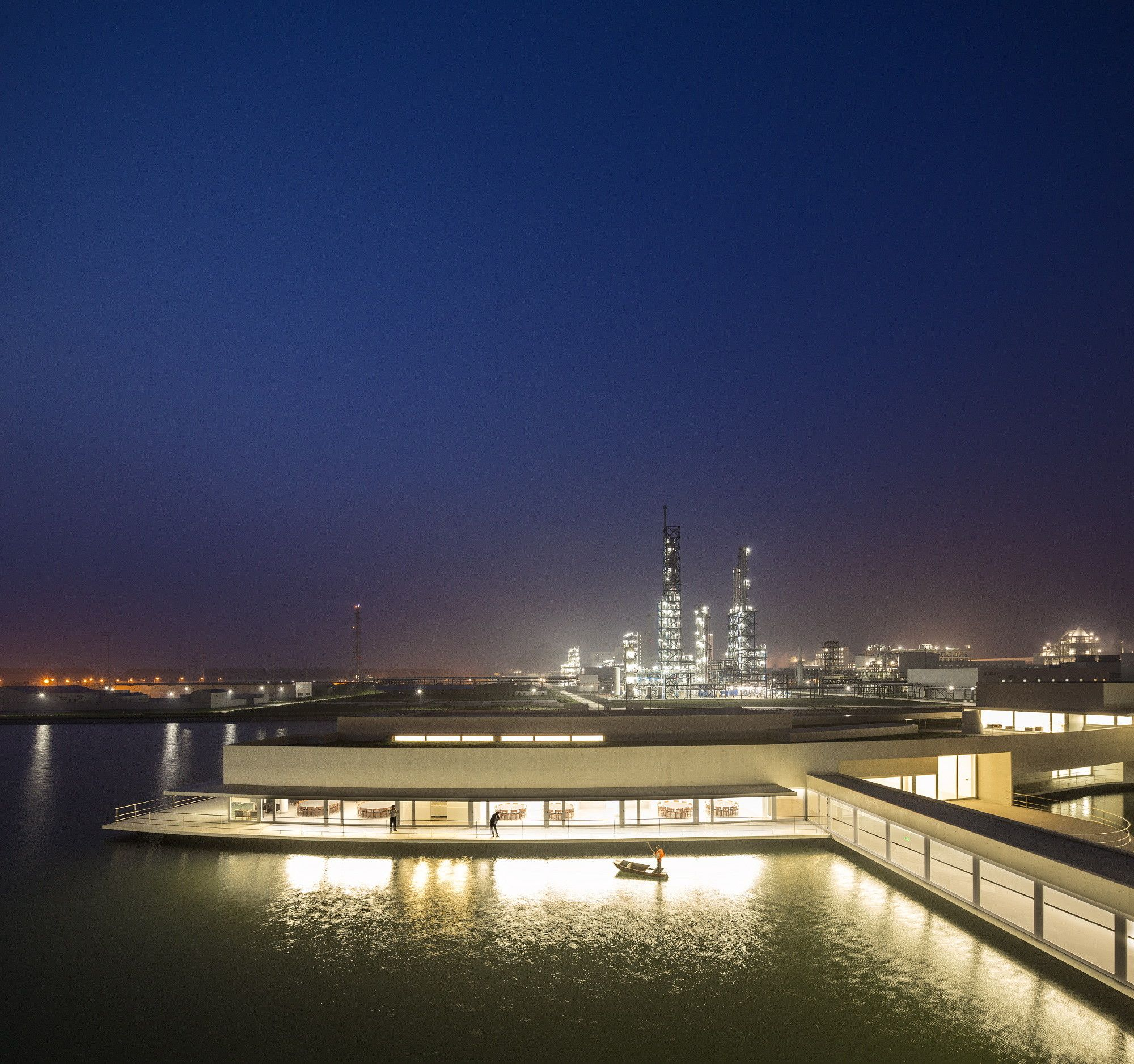 Gallery of The Building on the Water / Álvaro Siza + Carlos Castanheira - 44