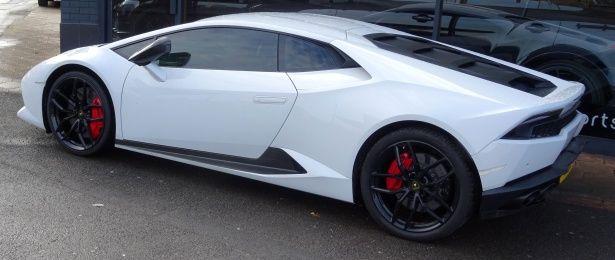 Lamborghini Aventador Rental Dubai Provide Luxury Sports Car Rental