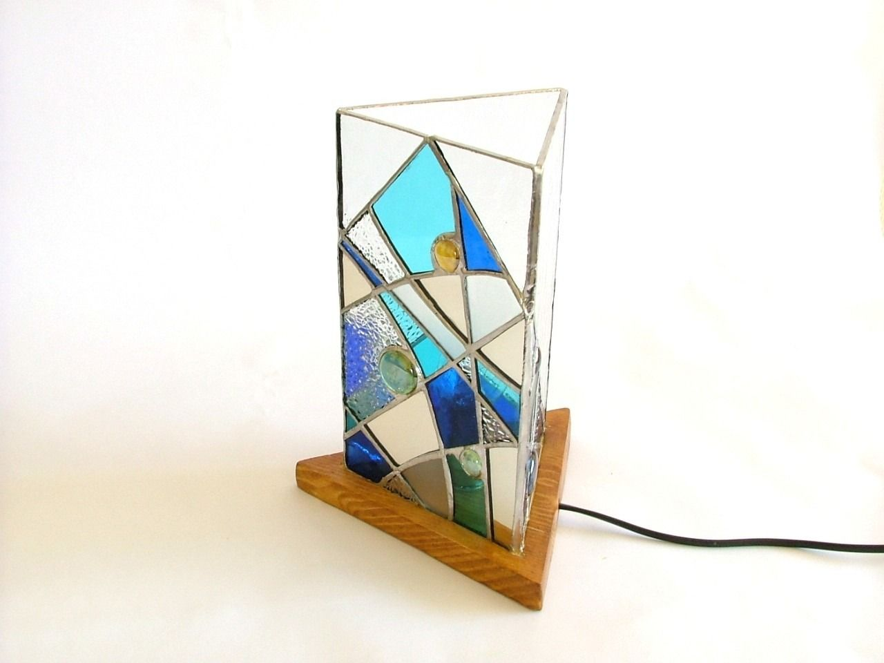 Lampe en vitrail tiffany triangulaire ton bleu et blanc luminaires par saccharine
