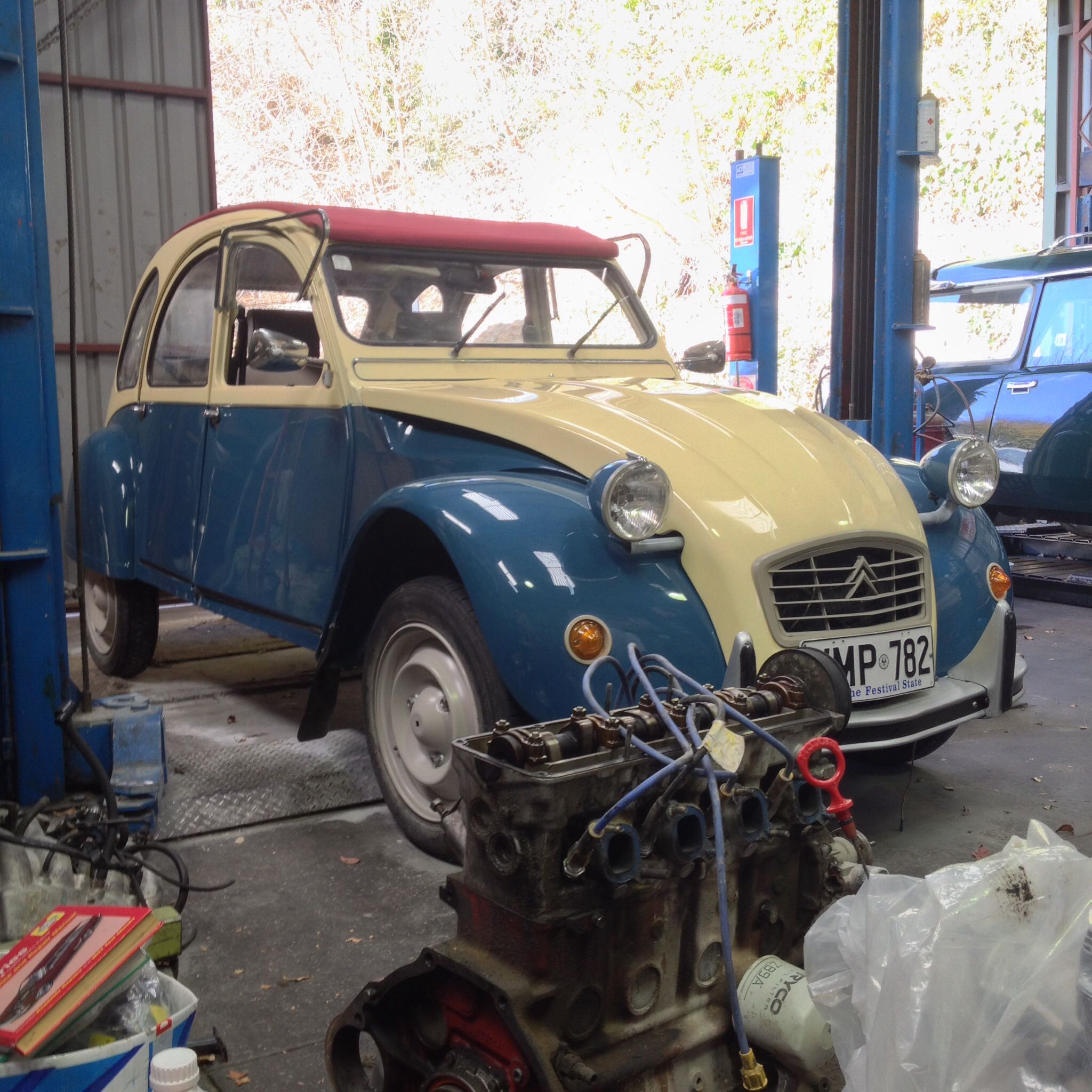 Citroën 2CV (Aldgate exhaust and mechanical workshop, Adelaide ...