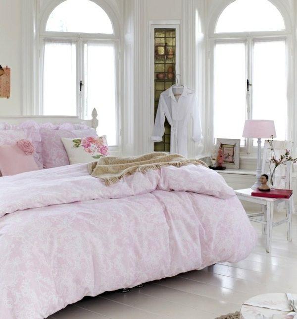 Pastell Farben gestalten Einrichtungsideen rosa Kleiderständer - schlafzimmer gestalten farben