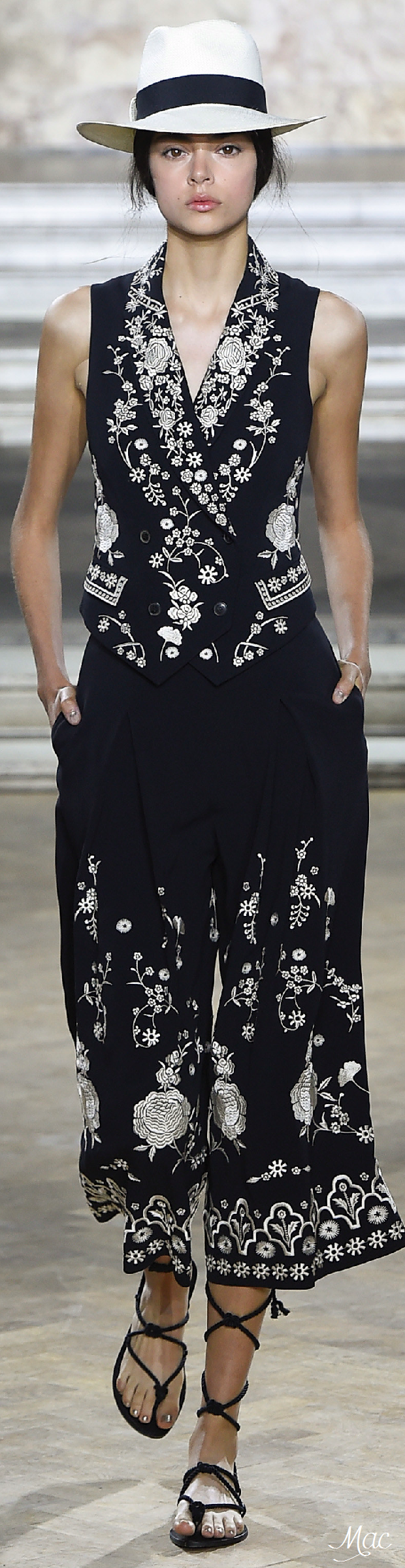 Spring 2016 Ready-to-Wear Temperley London