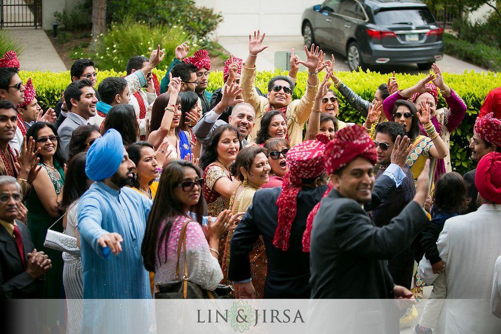 Indian Wedding Baraat Ideas For Groom In 2020 Indian Wedding Photography Wedding Photos Poses Indian Wedding