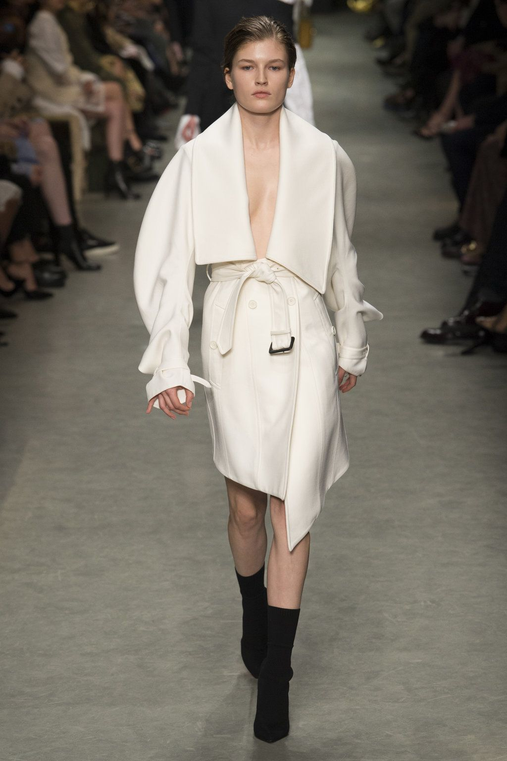 Burberry see now buy now london fashion week fr hjahr for Mode bekleidung schule frankfurt