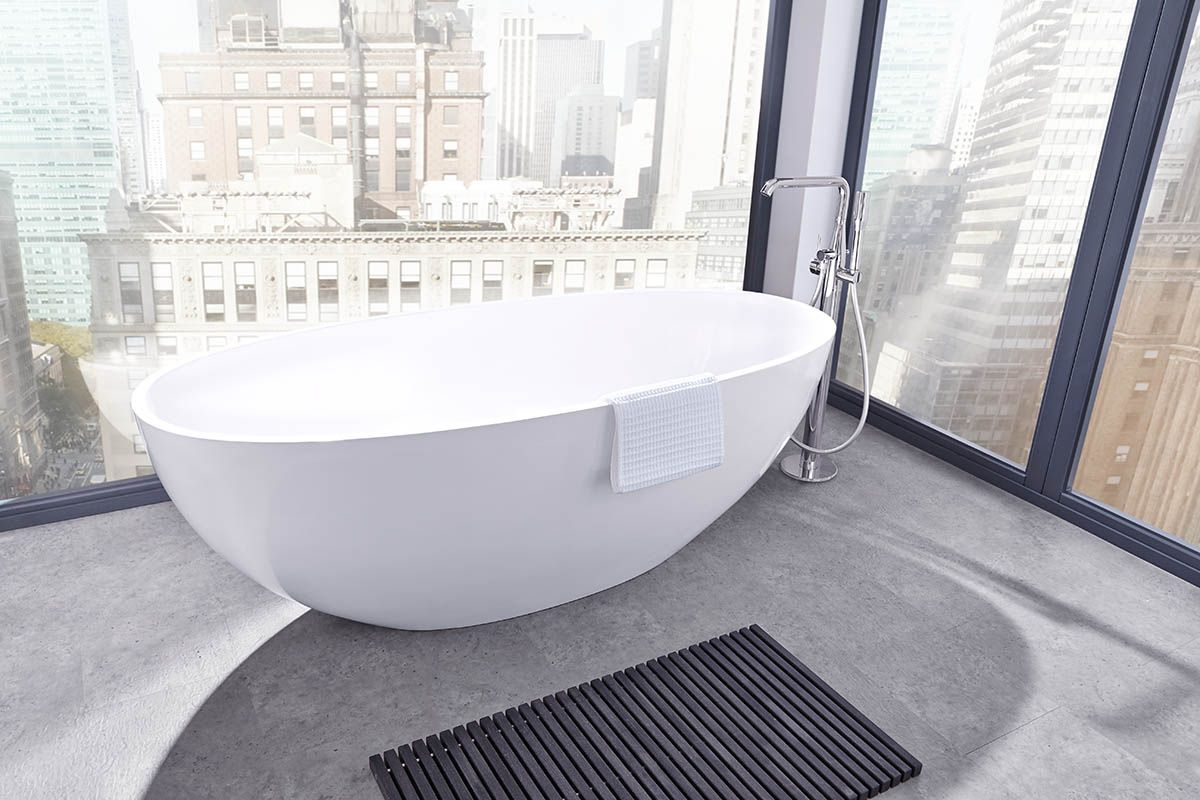 Freistehende Badewannen Haben Ein Ganz Besonderes Flair Und Lassen Ein Badezimmer Edel Und Luxurios Wirken We Badewanne Freistehende Badewanne Badewanne Eckig