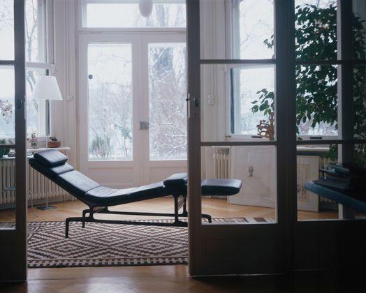 Soft Pad Chaise Es106 By Vitra Eames Chaise Armchair Design