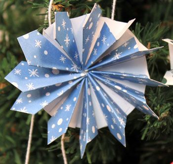 funEZcrafts - Easy Christmas Crafts: Paper Pinwheel Wreath Ornament
