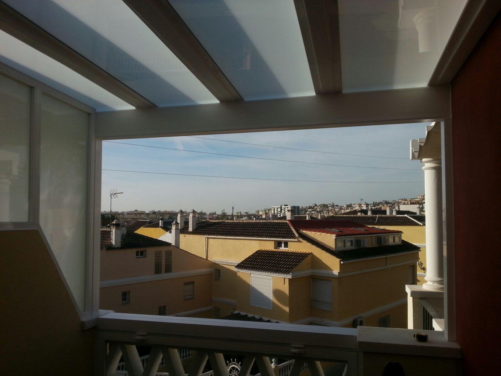 cerramiento de terraza mediante instalacin de prgola de hierro techo y pared lateral de cristal - Pergola Terraza