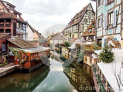 btiment-color-dans-la-vieille-ville-de-colmar-alsace-france-65707948.jpg (400×300)