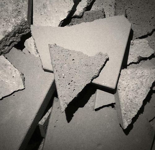 Aus meinem Hamburger Atelier - Warum Leinwand und Keilrahmen, wenn es auch Beton gibt! April 2014 Handy-Bilder