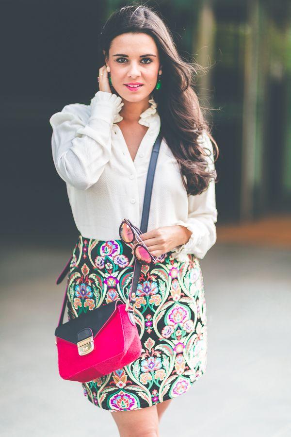 a63e294450 Jacquard Skirt Misguided falda brocada blusa victoriana Highly Preppy  blouse bolso Longchamp bag zapatos dorados  Other Stories shoes Crimenes de  la Moda ...