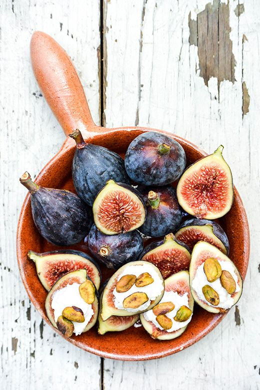 ... fresh figs with lemon-vanilla ricotta and toasted pistachios ...
