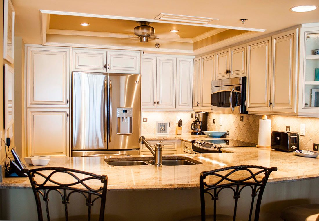 Kitchen Remodel Whitecabinets Traditional Transitional Stainless Steel Appliances Backsplash Squ Kitchen Remodel Remodeling Renovation Home Remodeling