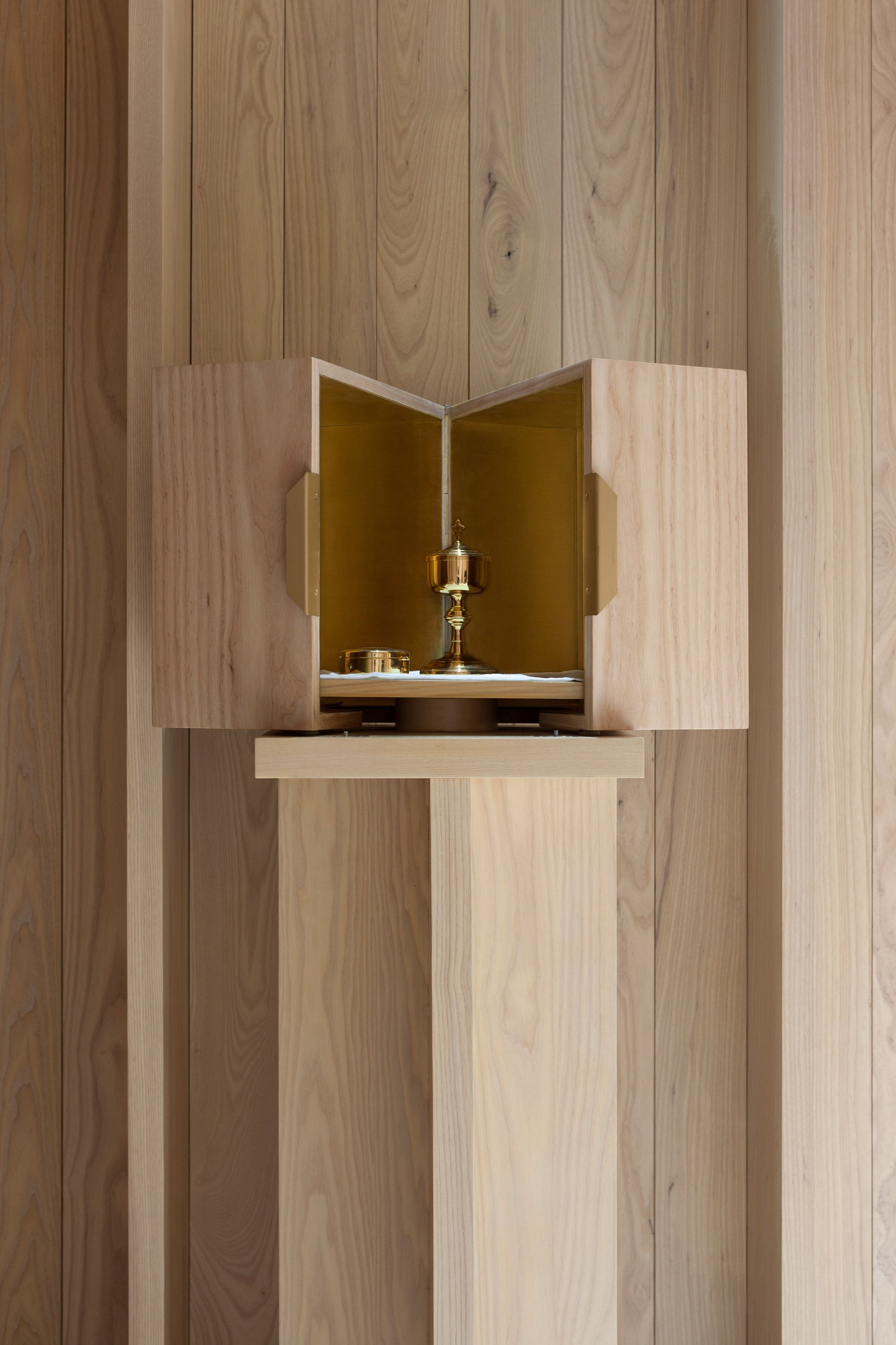 Niall McLaughlin Architects Has Refurbished A Prayer Room At A Priory In  Dublin, Placing Walls And Furniture Made From Solid Ash Wood Inside The  Existing ...