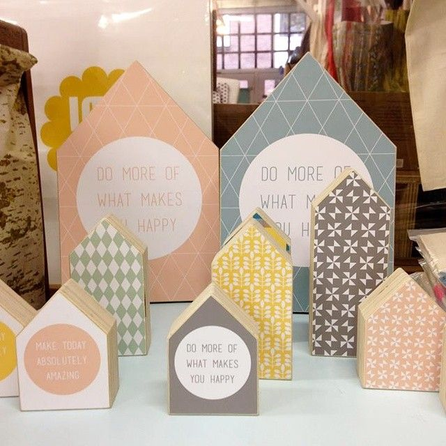 Cutest wooden houses from #Dots at the #bosenheij shop. #patterns #pastels #houses #houtprint
