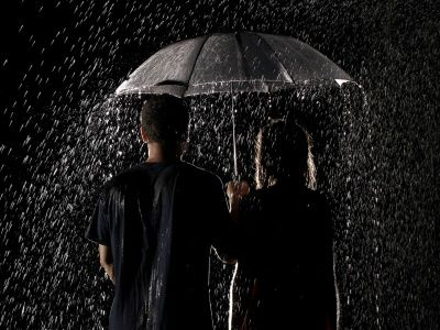 Boy And Girl Holding Umbrella In Rain Wallpapers Hd Wallpapers 1080p Images Hd Umbrella Photo Poses For Couples Rain Wallpapers