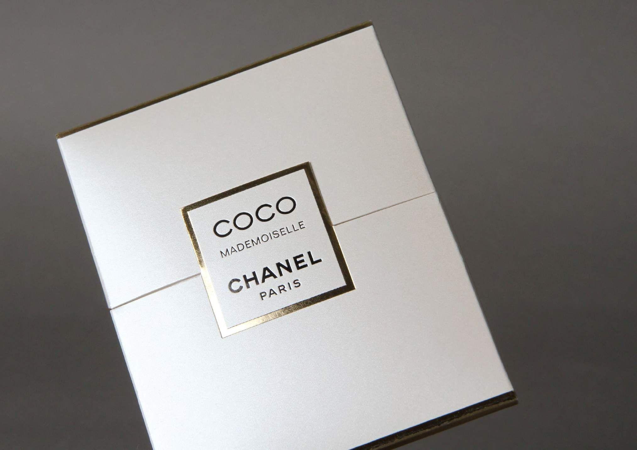 Fourreau Et Brochure Miniature Chanel Coco Mademoiselle Marquage Carte De Visite Graphisme