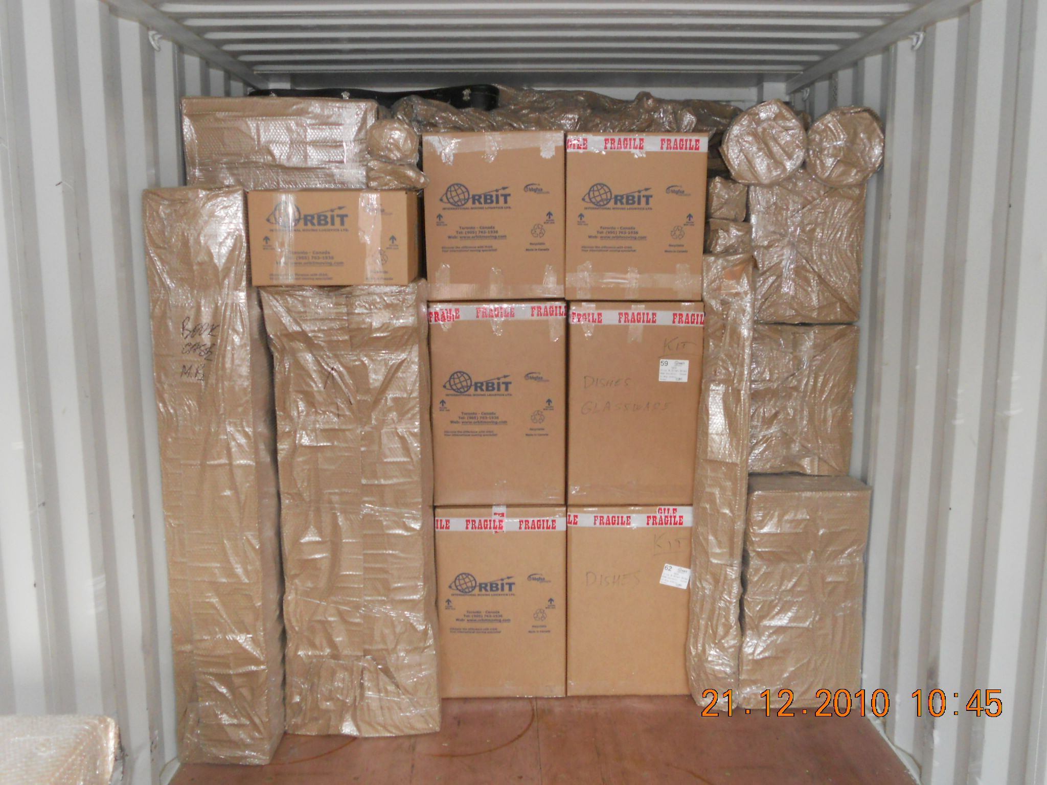 Uploading a container international moving companies