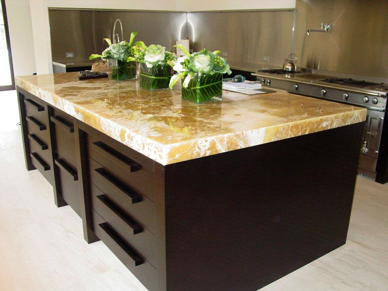 another onyx countertop that would go well with the house's base
