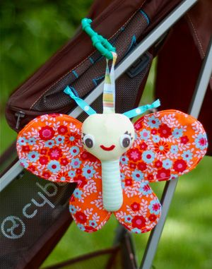 Softies + Toys We Love: Baby Butterfly.. tutorial and pattern for Flora the spring bird.. not the butterfly pictured! Really cute softie!!