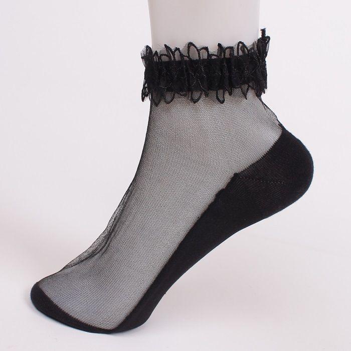 дамски къси чорапи в черен цвят. Стъпалото на чорапите е..