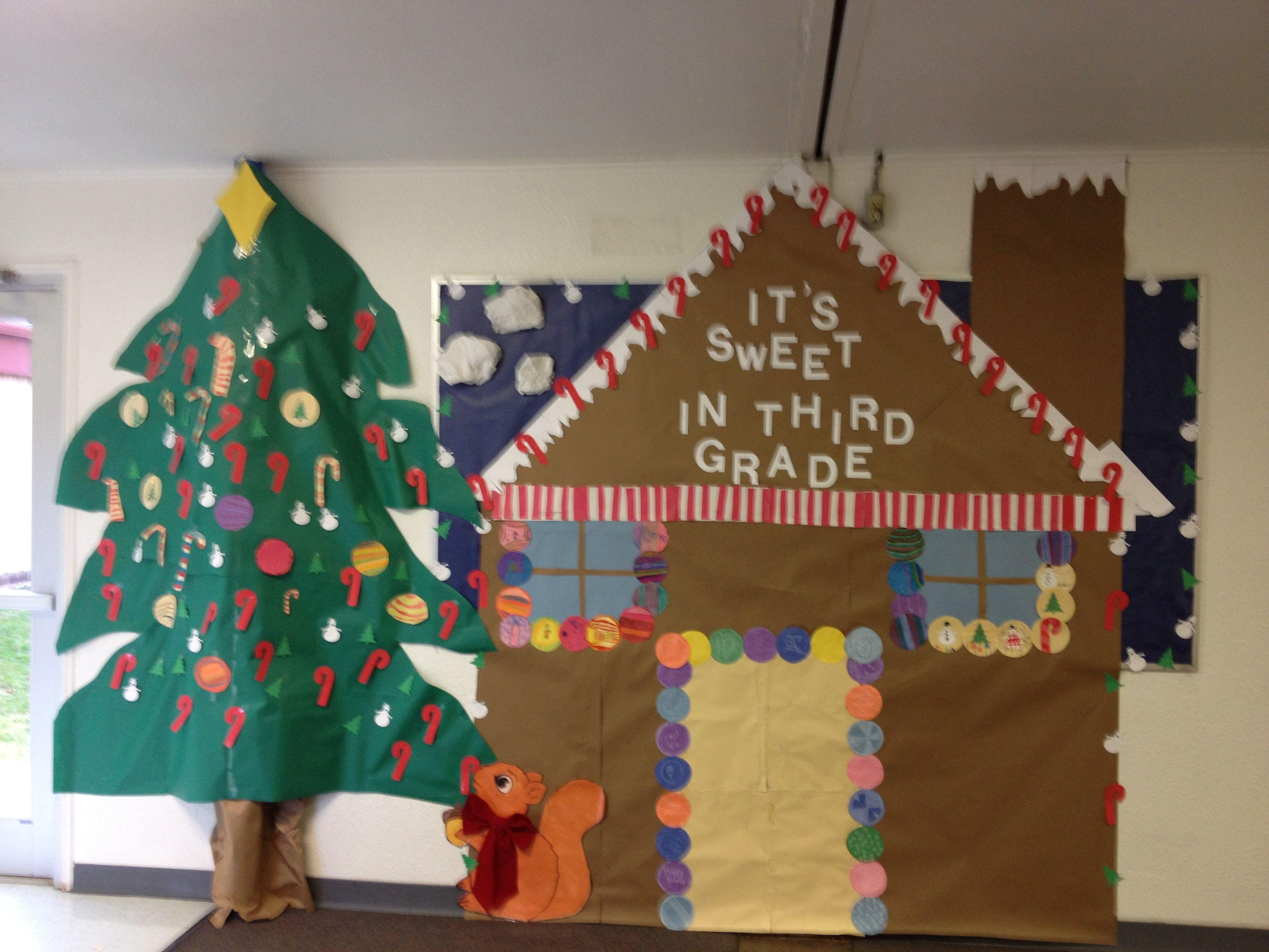 Hallway bulletin board christmas decoration gingerbread for Decoration board