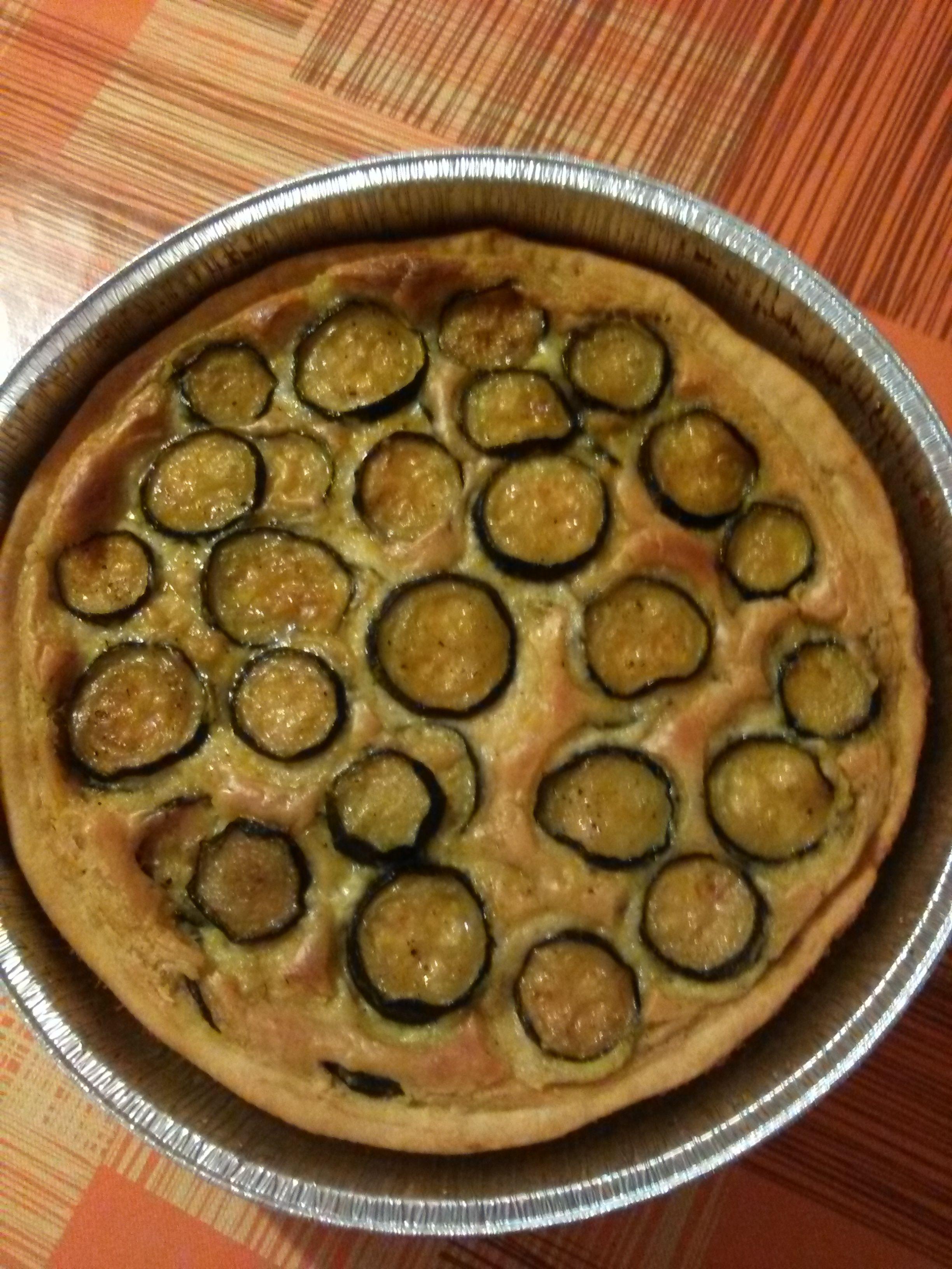 Torta+salata+ripiena+di+besciamella+e+zucchine+aromatizzate+allo+zafferano+home-made