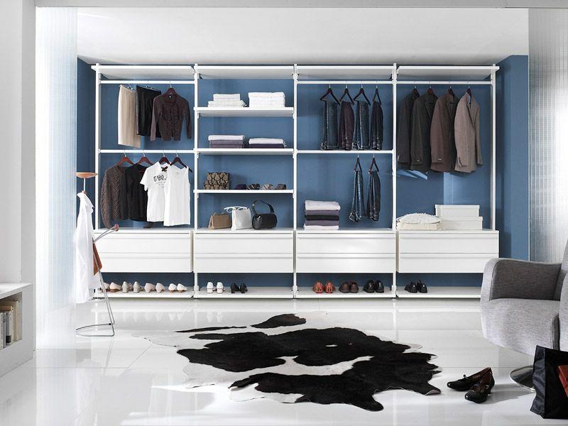 Moderner Teppich Vor Dem Offenen Kleiderschrank Ankleide Zimmer Ankleidezimmer Ankleide