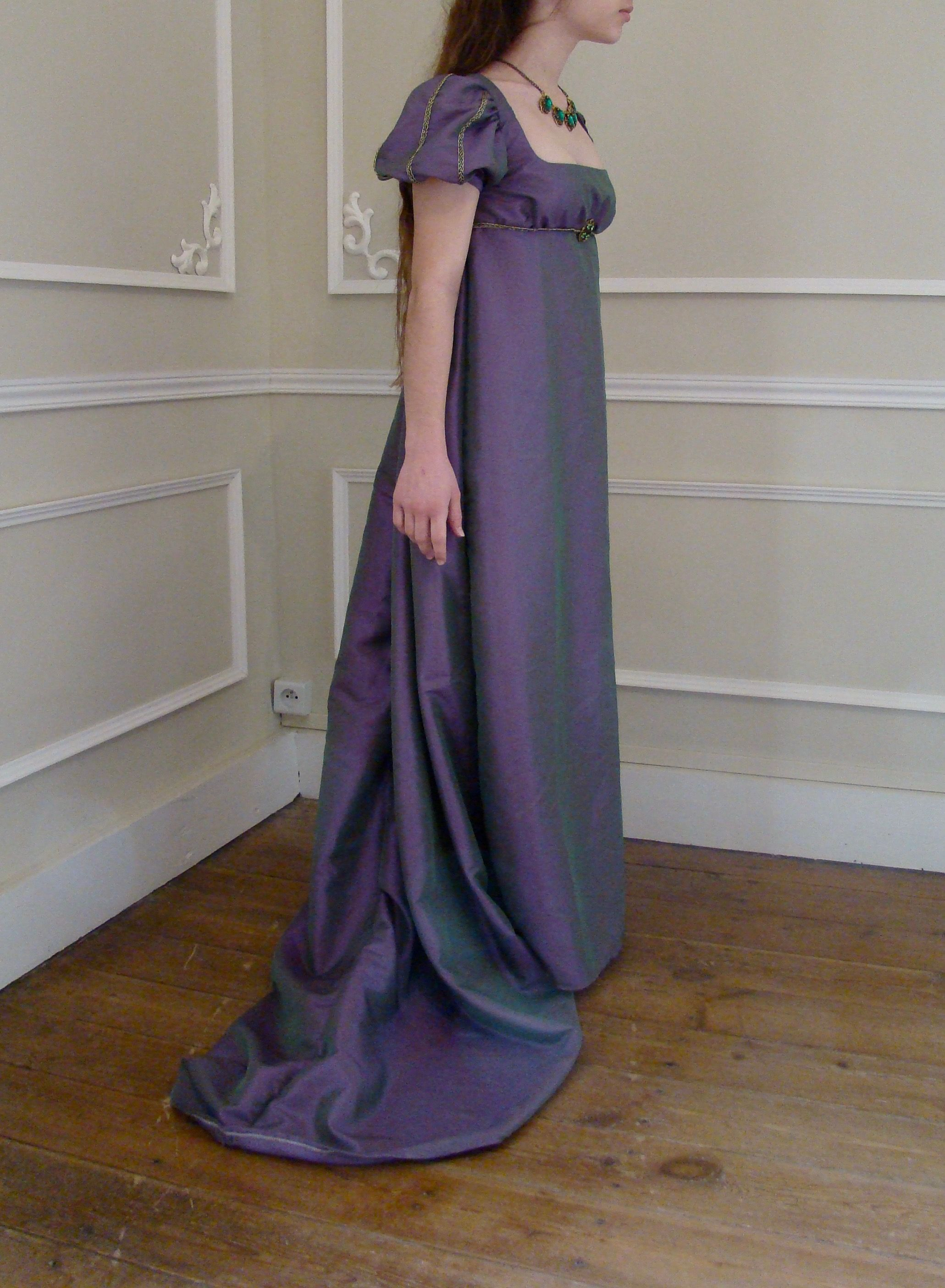 32f3d859e72 First empire dress for woman in purple taffeta. Robe femme 1er empire en  taffetas.