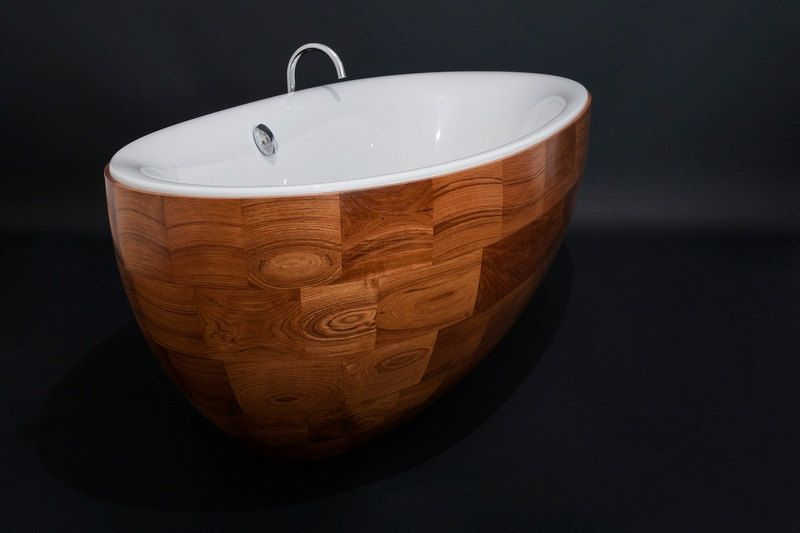 Oval freestanding bath tub made of teak planks.