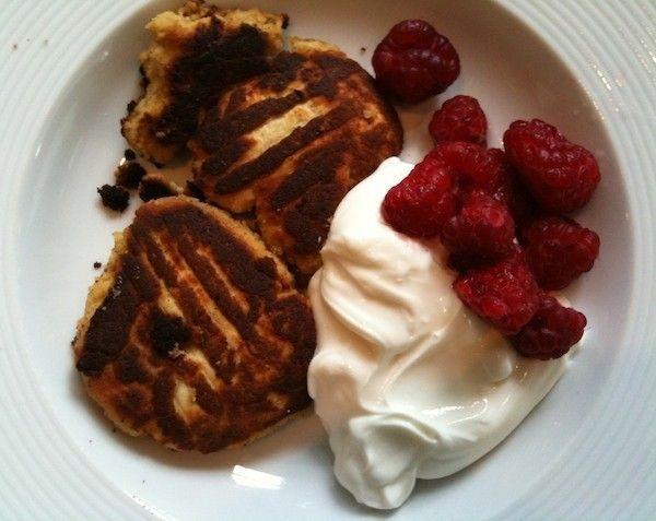 Søndagsmorgenmad, som tilgodeser din kropslige forvandling. Til dig, der ikke kan tåle kulhydrater (dig med bh-dellen og/eller håndtagene), og til dig der ikke kan tåle gluten. Morgenmaden er høj i protein, fibre og fedt og giver en mæthedsfornemmelse, der varer i op til 4-5 timer.