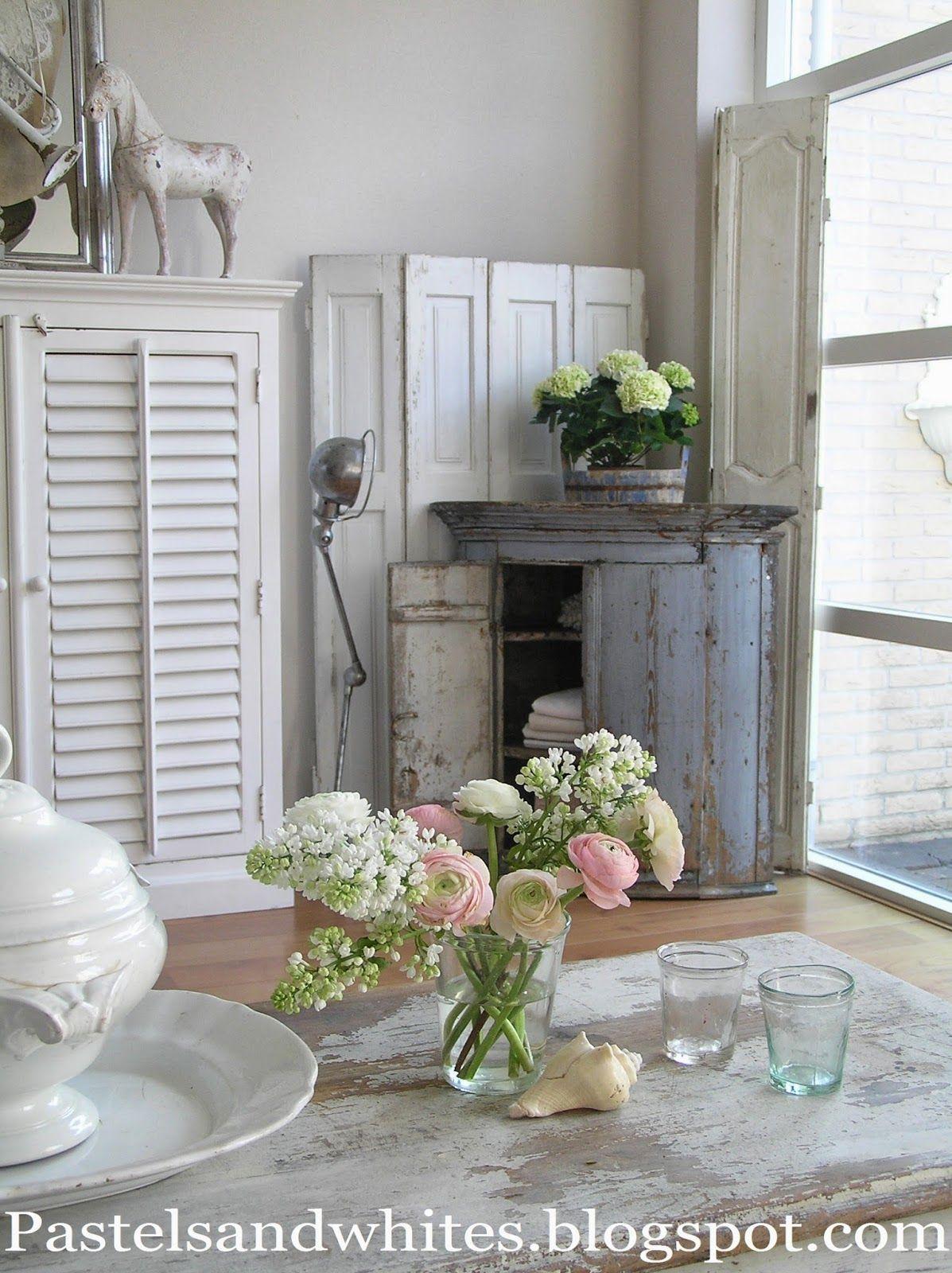 Pastels and Whites: Antique Swedish cabinet / Antiek Zweeds hoekkastje...