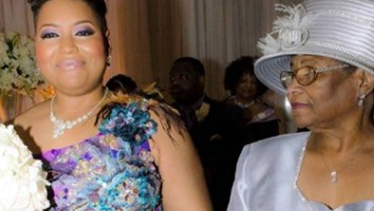 Thirsty Houston Woman Marries Herself in Huge Wedding Ceremony
