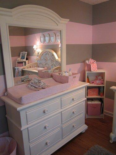 Chambres de b b un peu d 39 inspiration pour les futures mamans ambiance rose gris taupe for Chambre taupe et rose