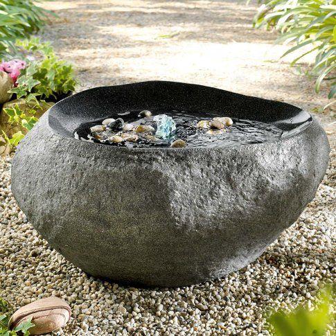 gartenbrunnen stein sch ner brunnen in steinoptik aus. Black Bedroom Furniture Sets. Home Design Ideas