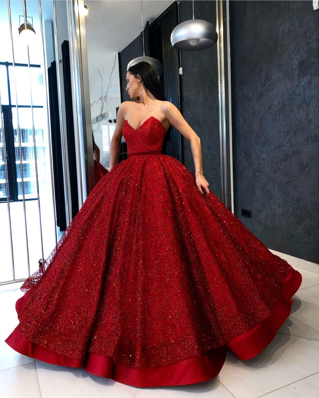 um fabuloso vestido vermelho cheio de brilho e vida!!maravigold.