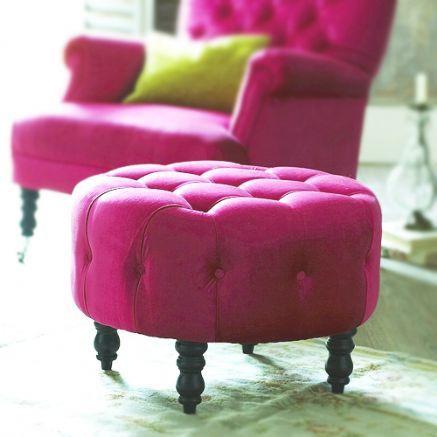 Upholstery by Quadra European Heritage Designist 3 Fotoliile clasice defilează cu ținute noi pentru colecția Upholstery by Quadra!